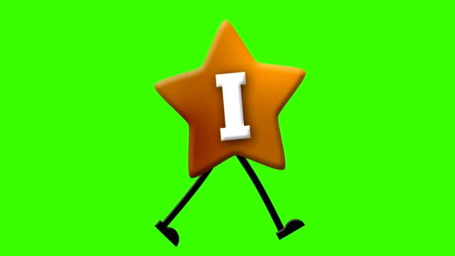 vídeos de stock e filmes b-roll de letter i in latin alphabet and walking character on greenscreen - personas