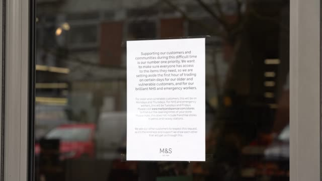 vídeos de stock e filmes b-roll de a letter of thanks to the health services from marks spencers the uk government announces all cafes pubs and restaurants must close from this evening... - marks and spencer