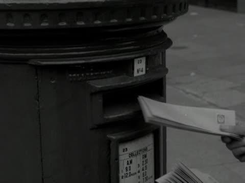 vídeos y material grabado en eventos de stock de letters are placed into a post box on a street. - buzón postal