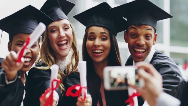 stockvideo's en b-roll-footage met iedereen te laten weten dat wij iets belangrijks bereikt - slagen school