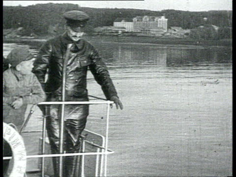 vidéos et rushes de lev trotsky on boat all dressed in black leather costume at this time commissar for soviet navy / russia - 1918