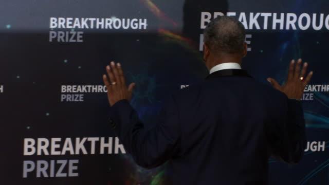 levar burton at 2020 breakthrough prize at nasa ames research center on november 3, 2019 in mountain view, ca. - var bildbanksvideor och videomaterial från bakom kulisserna