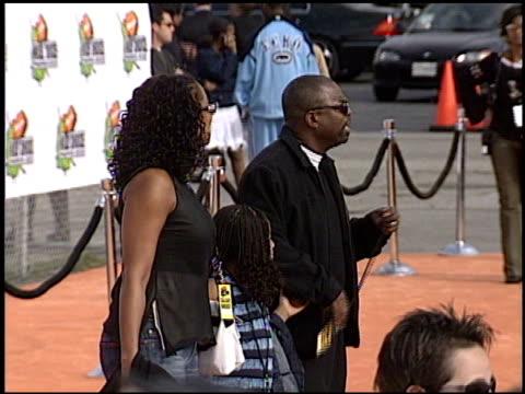 levar burton at the 2003 kids' choice awards at barker hanger in santa monica, california on april 12, 2003. - var bildbanksvideor och videomaterial från bakom kulisserna