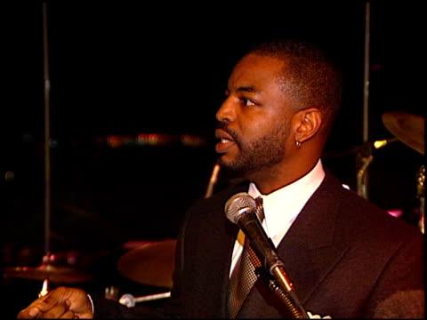 levar burton at the roots 20th anniversary party at bel air in los angles, california on january 20, 1997. - var bildbanksvideor och videomaterial från bakom kulisserna