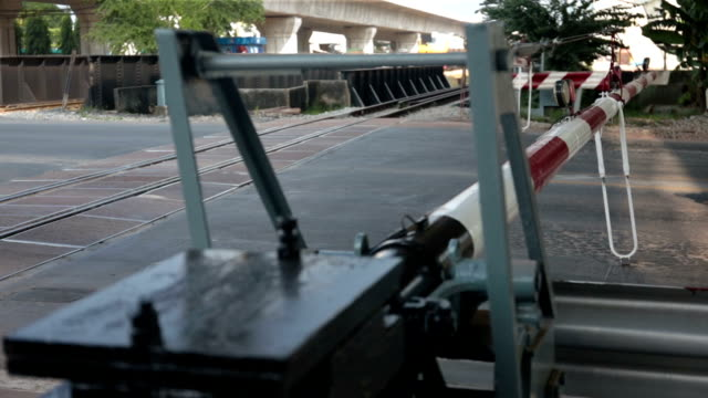 Level crossing barriers lifting