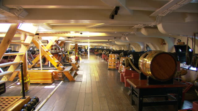 vídeos y material grabado en eventos de stock de ws a level of uss constitution first launched in 1797 ('old ironside') with canons and wooden barrel for gunpowder / boston, massachusetts, usa - menos de diez segundos