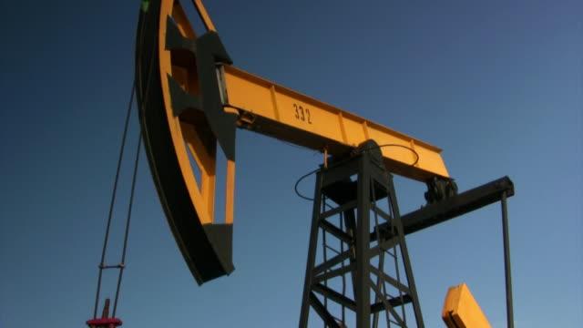 della leva - trivella petrolifera video stock e b–roll