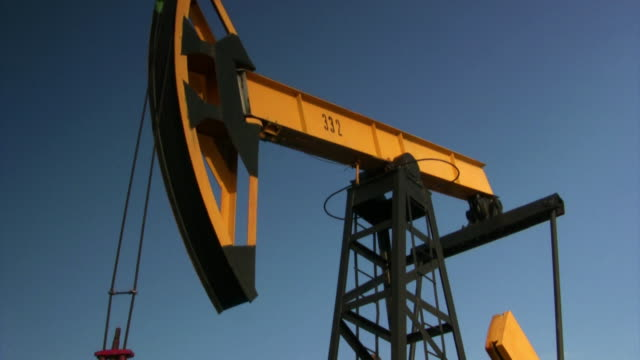 vídeos de stock e filmes b-roll de alavanca - bomba petrolífera