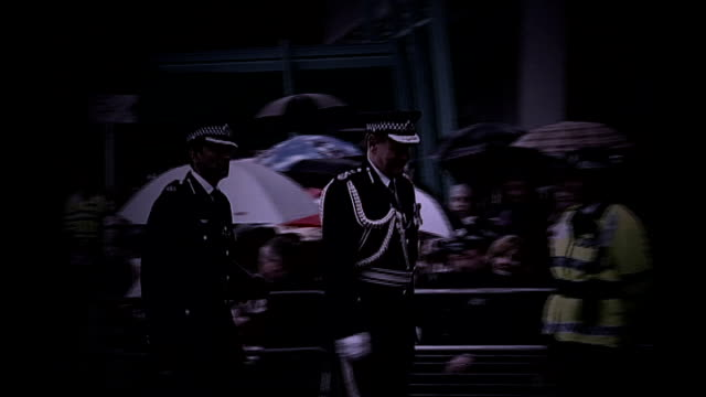former metropolitan police chief lord stevens gives evidence england london lord stevens meeting police officers in street and at hendon police... - 警察署長点の映像素材/bロール
