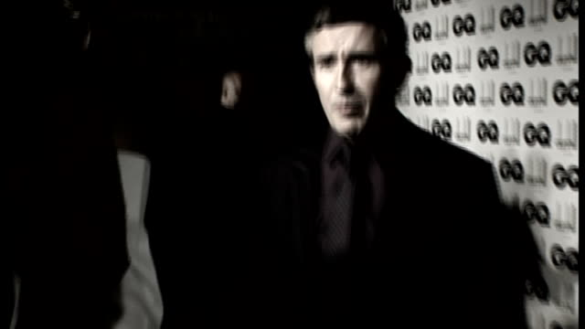stockvideo's en b-roll-footage met leveson inquiry into media ethics and phone hacking steve coogan gives evidence lib coogan appearing on red carpet at gq men of the year awards in... - steve coogan