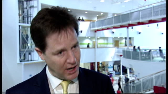 coalition split over press regulation ahead of commons vote; scotland: dundee: nick clegg mp interview sot - i believe in the freedom of the press... - スコットランド ダンディー点の映像素材/bロール