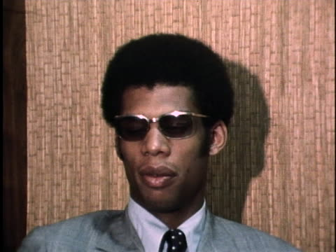 stockvideo's en b-roll-footage met lew alcindor talks about the prospect of playing professional basketball. - sport