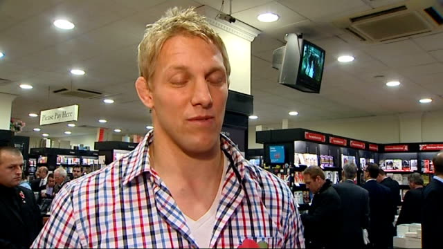vidéos et rushes de lewis moody interview at book signing england london ext lewis moody signing copies of his book 'mad dog' in waterstones lewis moody interview sot on... - autobiographie