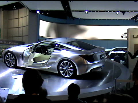 https://media.gettyimages.com/videos/lexus-lfa-concept-car-revolving-on-turntable-at-detroit-auto-show-video-id143565783?s=640x640