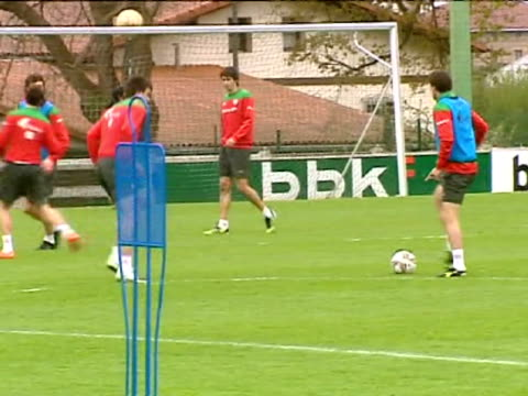 lezama 17 apr athletic club manager marcelo bielsa has included iker muniain carlos gurpegui and javi martínez in the squad for thursday's first leg... - thursday stock videos and b-roll footage