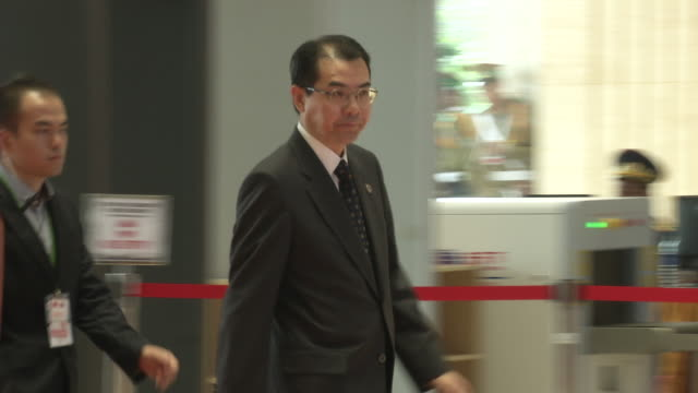 li keqiang premier of the people's republic of china arrives at the association of southeast asian nations summit the laotian capital vientiane - association of southeast asian nations stock videos & royalty-free footage
