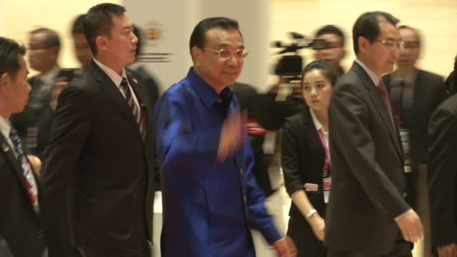 li keqiang premier of the people's republic of china arrives for a welcome dinner during the association of southeast asian nations summit the... - association of southeast asian nations stock videos & royalty-free footage