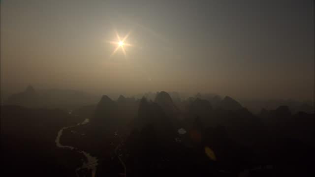 ws aerial li river and mountains, guilin, guangxi zhuang autonomous region, china - guangxi zhuang autonomous region china stock videos & royalty-free footage