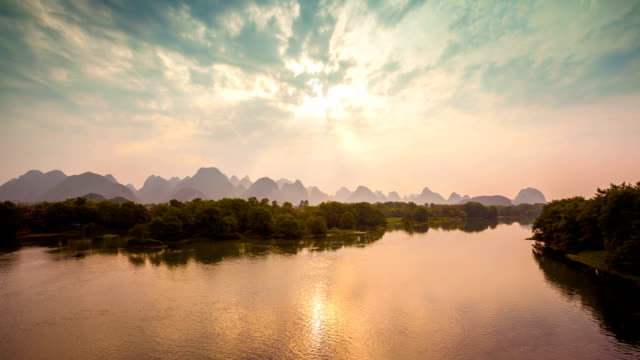 Li-Fluss im Morgengrauen und Guilin in China