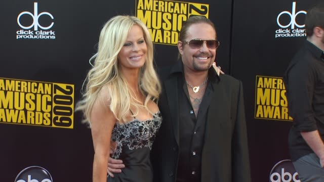 lia gherardin vince neil at the 2009 american music awards arrivals at los angeles ca - vince neil stock videos and b-roll footage