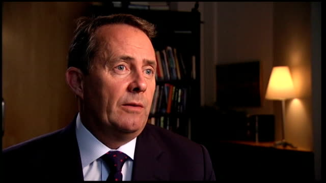 vídeos y material grabado en eventos de stock de liam fox mp interview liam fox interview sot only last week in the house of commons the government announced that we would be increasing spending on... - liam fox político