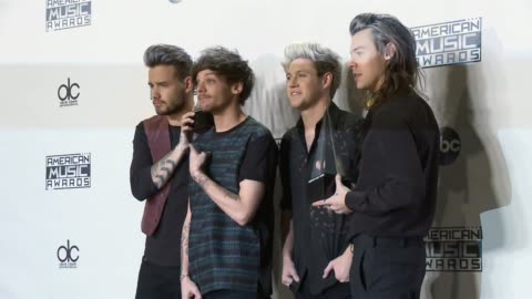 liam payne, louis tomlinson, niall horan and harry styles, one direction at 2015 american music awards in los angeles, ca 11/22/15 - 2015 stock videos & royalty-free footage