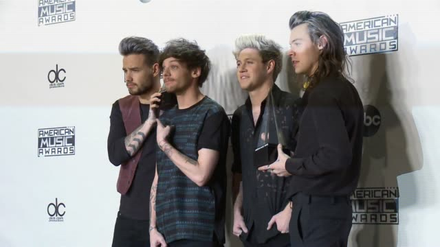 liam payne louis tomlinson niall horan and harry styles one direction at 2015 american music awards in los angeles ca - liam payne stock videos and b-roll footage