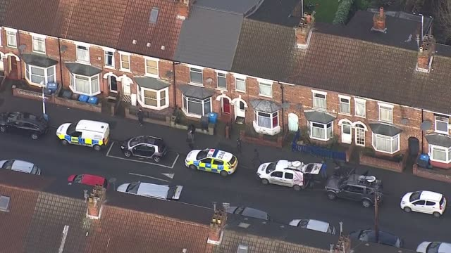 hull aerial shots england east yorkshire hull ext various air view house on raglan street of pawl relowicz with police vehicles outside / - キングストンアポンハル点の映像素材/bロール