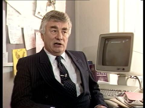 stockvideo's en b-roll-footage met david owen and david steel jenkins interview sot on how steel should present himself - david steel politiek