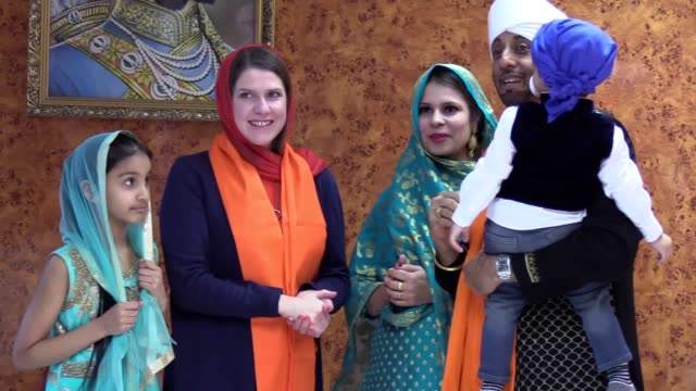 stockvideo's en b-roll-footage met liberal democrat leader jo swinson has visited the guru nanak sikh temple in glasgow making a speech about equality later ms swinson pledged to... - harder
