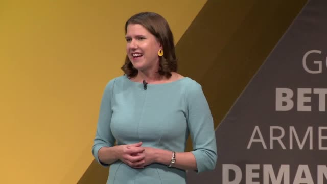 vidéos et rushes de liberal democrat leader jo swinson has warned boris johnson that being a woman will not stop her from toppling him as prime minister. in hard-hitting... - press conference