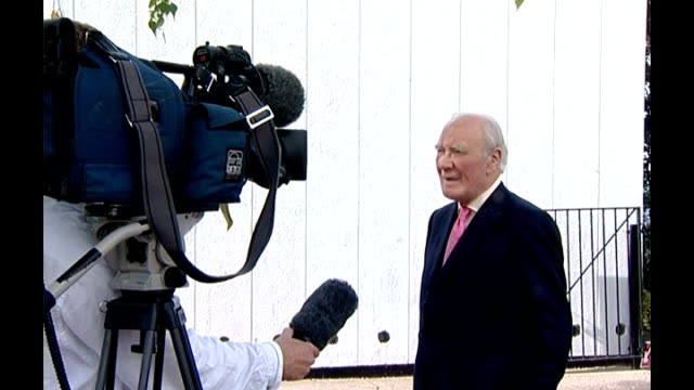 liberal democrat leader sir menzies campbell resigns; t13100716 england: campbell speaking to press sir menzies campbell interview sot - there is no... - vacancyサイン点の映像素材/bロール