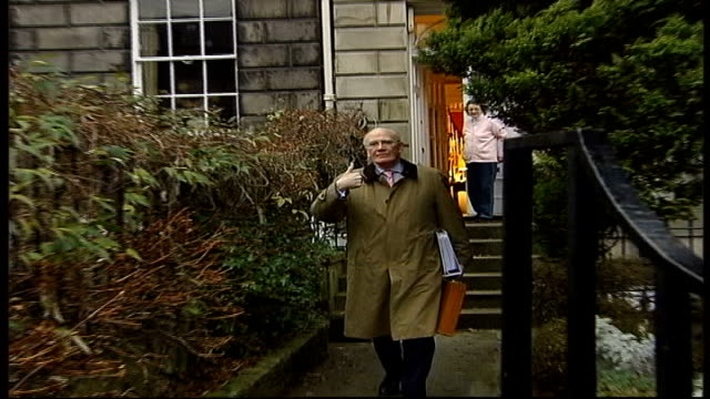 expected candidates ext sir menzies campbell kissing wife elispeth campbell goodbye outside home then walking towards lembit opik mp interview sot... - sir menzies campbell bildbanksvideor och videomaterial från bakom kulisserna