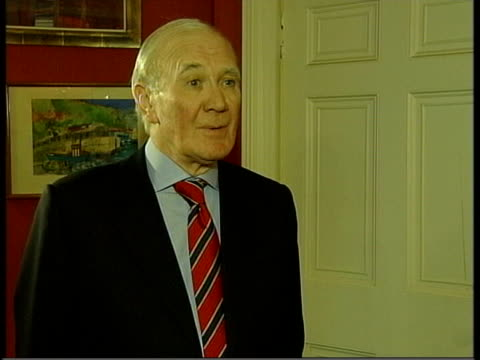 expected candidates int sir menzies campbell mp interview sot at this moment i am concentrating on my responsibilities as the interim leader of the... - sir menzies campbell bildbanksvideor och videomaterial från bakom kulisserna