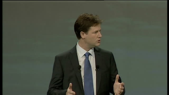 stockvideo's en b-roll-footage met nick clegg keynote speech int clegg speaking to audience clegg addressing conference audience with autocue visible more of clegg speaking audience... - softfocus