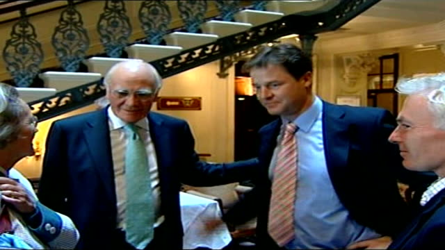 vidéos et rushes de sir menzies campbell faces criticism brighton int nick clegg mp with sir menzies campbell and wife elspeth in hotel foyer as bid each other farewell... - arrêt sur image
