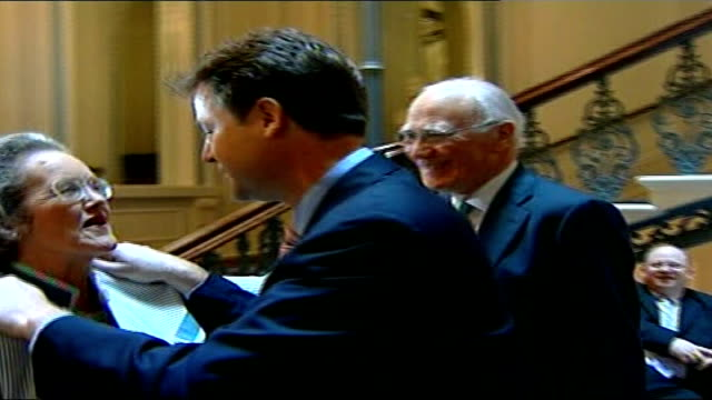 sir menzies campbell faces criticism menzies campbell introducing clegg to his wife elspeth and she comments sot i don't know if you're being very... - sir menzies campbell bildbanksvideor och videomaterial från bakom kulisserna