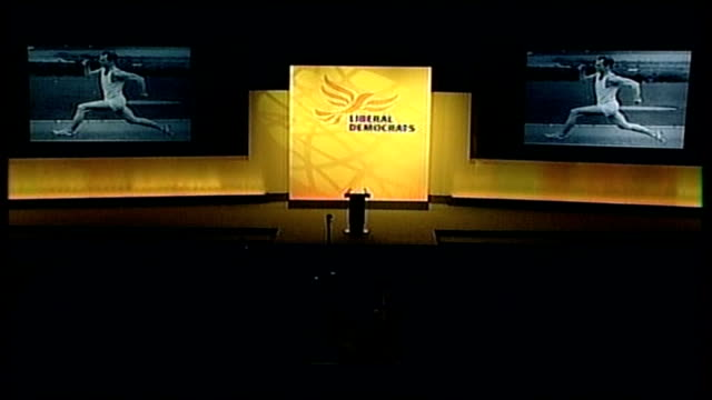 sir menzies campbell's peformance as leader england east sussex brighton int high angle shot of liberal democrat conference hall with black and white... - sir menzies campbell bildbanksvideor och videomaterial från bakom kulisserna