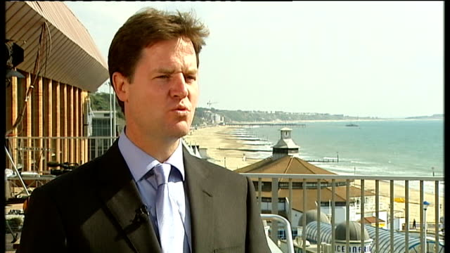 stockvideo's en b-roll-footage met liberal democrats conference in bournemouth: party promises lower spending and taxation; delegates including clegg and cable voting clegg shaking... - assertiviteit