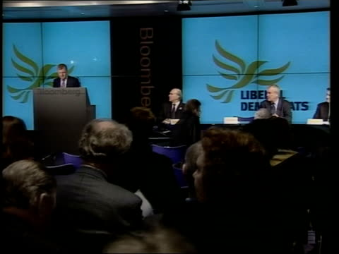 politics liberal democrats economic programme itv late news u'lay london finsbury square bloomberg charles kennedy mp along to podium at press... - itv late news stock-videos und b-roll-filmmaterial