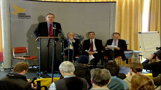 stockvideo's en b-roll-footage met leadership candidates address party activists england devon plymouth int man speaking at podium on stage with liberal democrat leadership contestants... - spelkandidaat