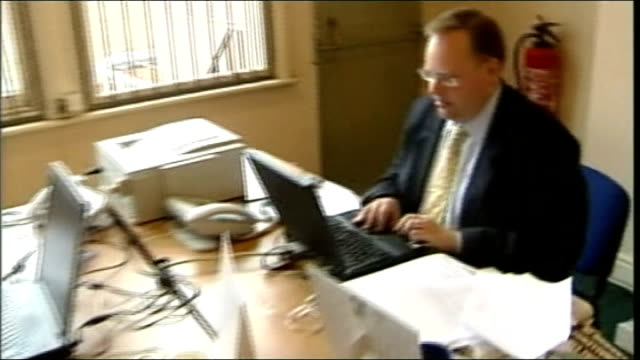 clegg admits party let women down 2462004 / t24060466 leicester lord rennard working on laptop computer at desk - クリス・レナード点の映像素材/bロール
