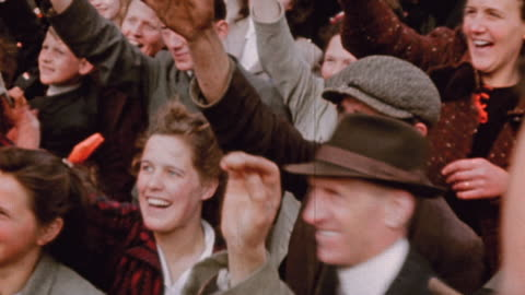 vidéos et rushes de liberated civilians waving american flags and orange streamers in the city / amsterdam, the netherlands - 1944