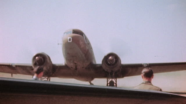 liberated french army soldiers and officers arriving at airport on c47 and being welcomed by officers c47 taxiing and being guided in by groundcrew /... - esercito militare francese video stock e b–roll