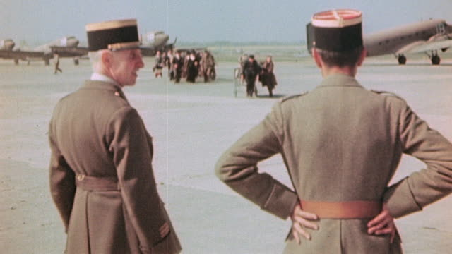 liberated french army soldiers and officers arriving at airport on c47 and being welcomed by officers c47 skytrains on flightline / paris france - esercito militare francese video stock e b–roll