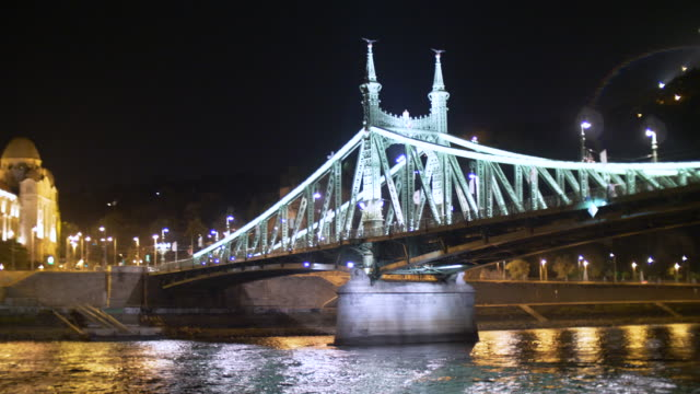 liberty bridge at night, in budapest - széchenyi chain bridge stock videos & royalty-free footage