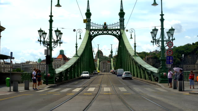 liberty bridge in budapest, time lapse - liberty bridge budapest stock videos & royalty-free footage