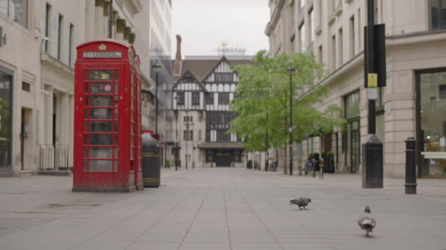vídeos de stock e filmes b-roll de liberty london - empty london in lockdown during coronavirus pandemic - plano picado