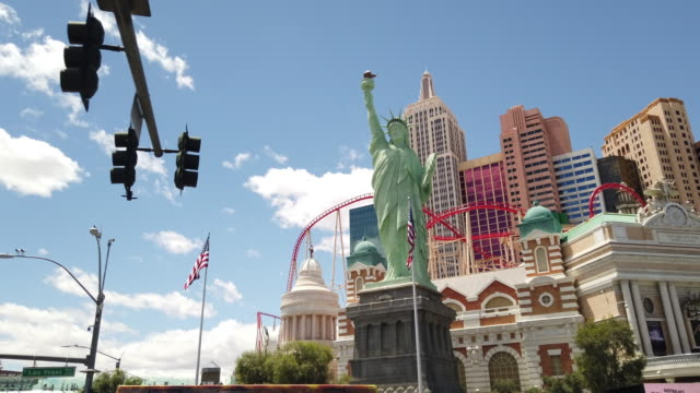 liberty statue in las vegas - the strip las vegas stock videos & royalty-free footage