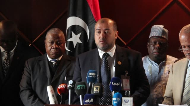 vídeos de stock, filmes e b-roll de libya will investigate alleged slave trading in the country the internationally recognised government announced sunday following the release of video... - líbia